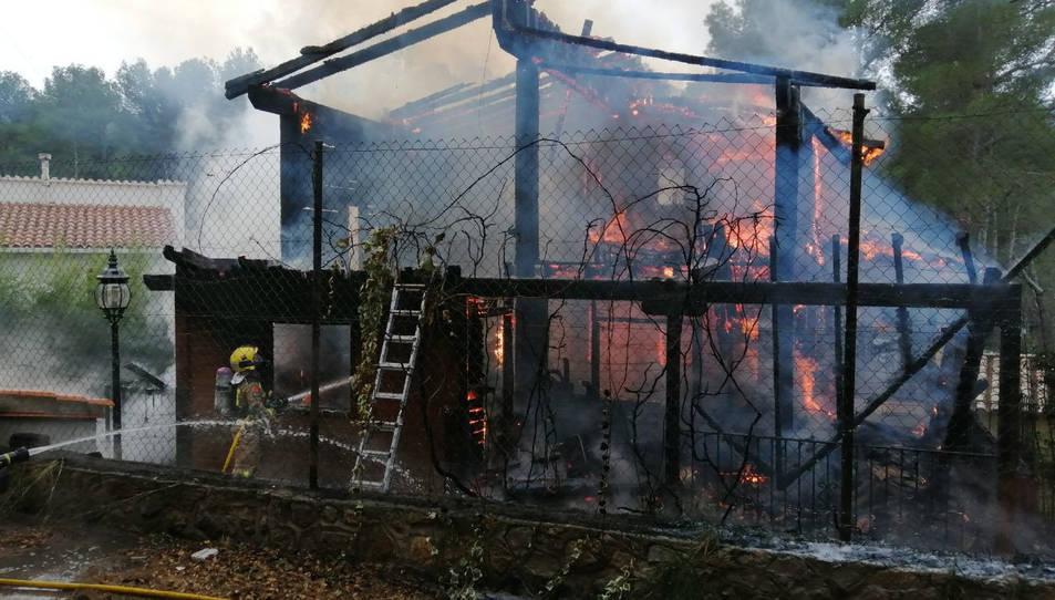 Imatge de l'incendi a Santa Marina de Pratdip.