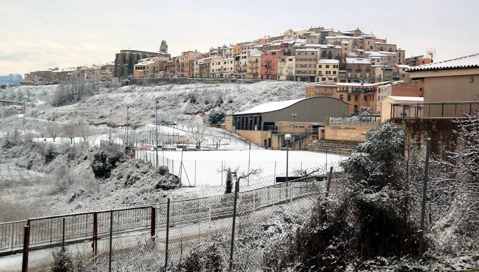Horta de Sant Joan emblanquinada per la primera nevada d'aquest dijous.
