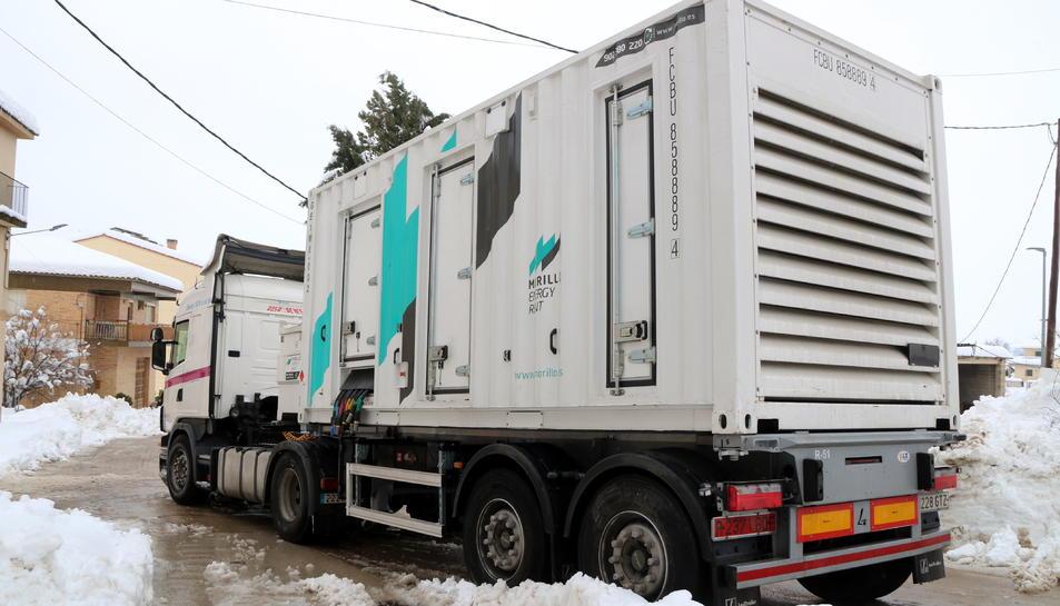 Un dels generadors que han portat a Arnes per restablir el subministrament elèctric.