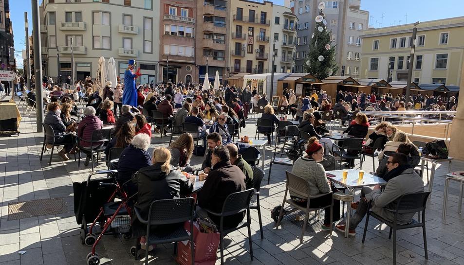 Terrasses a Corsini plenes durant les festes de Nadal, algunes taules amb més de quatre persones.