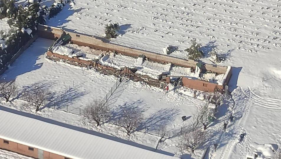Imatge aèria del sostre de la granja ensorrat a Falset.