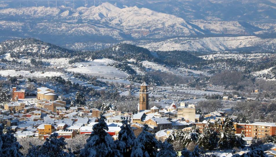 Panoràmica de Falset, la capital del Priorat, completament nevada.
