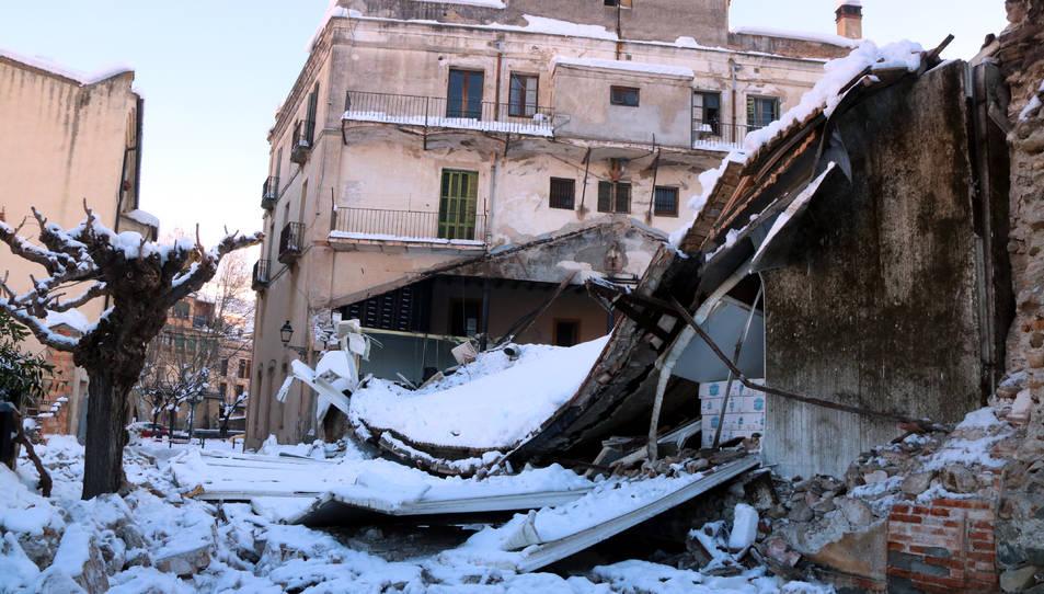 El celler Vall Llach de Porrera, amb la teulada esfondrada per la neu.