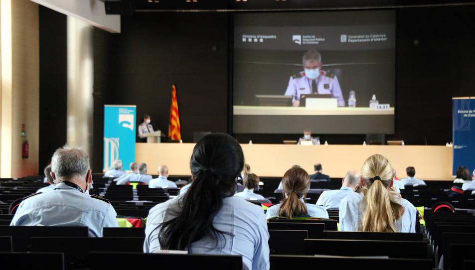 Comissaris dels Mossos participant en les primeres jornades sobre la perspectiva de gènere i la igualtat d'oportunitats al cos.
