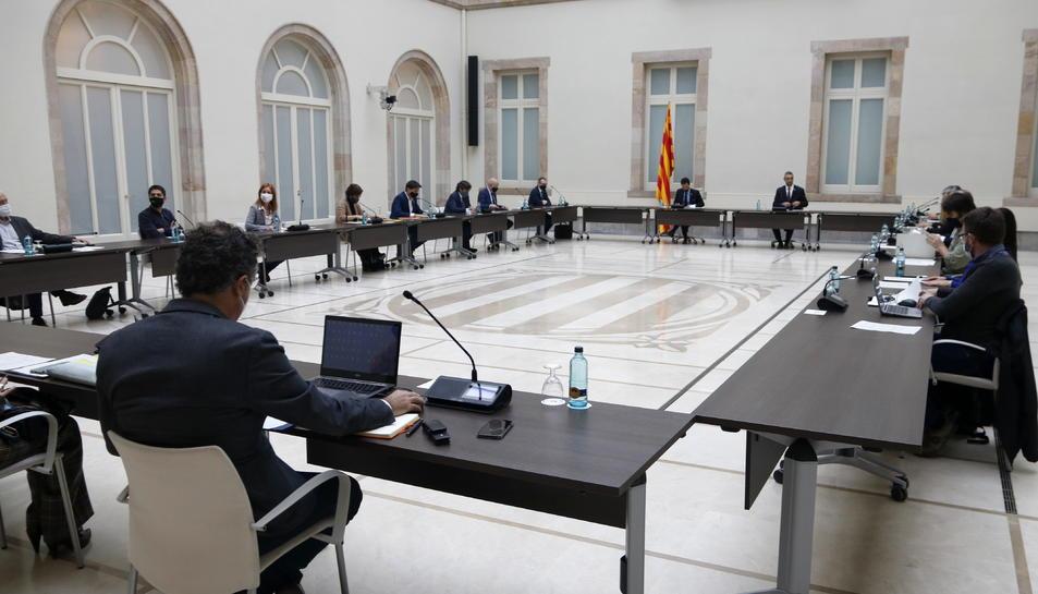 Pla general de la reunió de la Mesa de grups del Parlament sobre les eleccions del 14-F.
