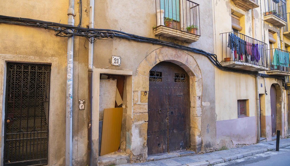 Un dels edificis del carrer Salines que van ser objecte d'intents d'ocupació.