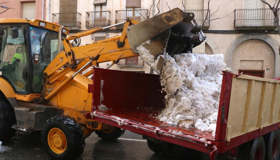 Falset sigue retirando nieve