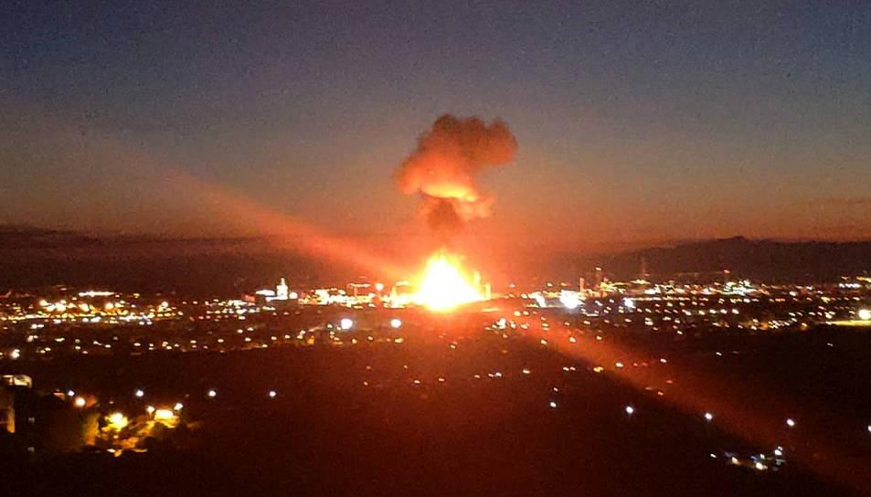 Incendi a la indústria química on hi ha hagut una explosió a la Canonja.