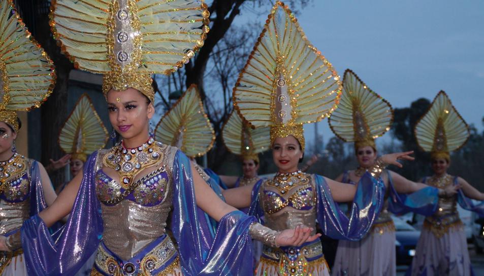 Imatge de membres de la comparsa de Sinhus Sport, ambientada en Aladí, durant el carnaval de Bonavista de l'any passat.