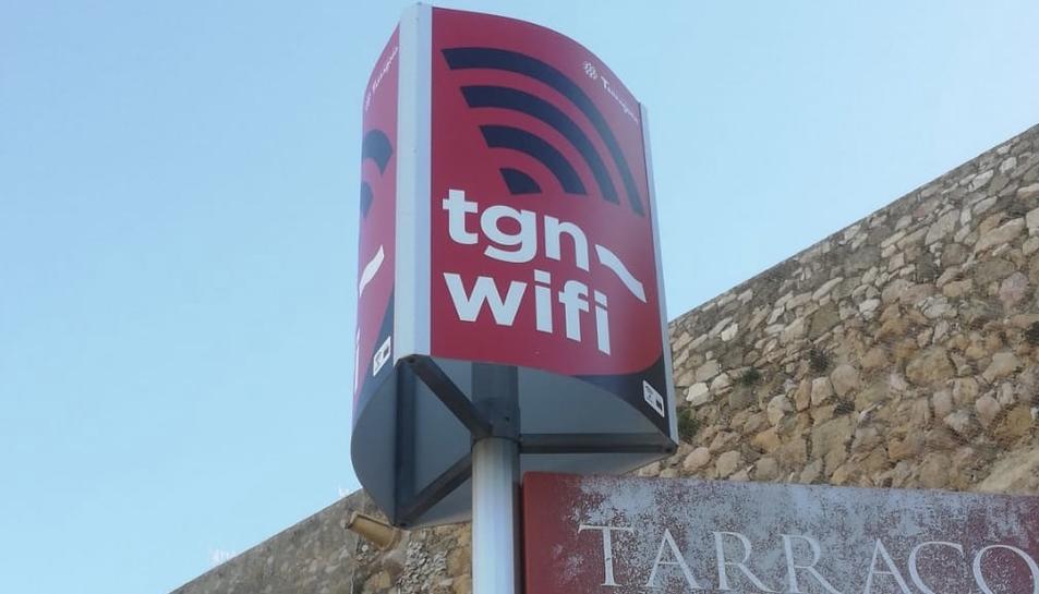 Imatge d'un dels punts wifi ja instal·lats per l'Ajuntament al costat del parc Saavedra.