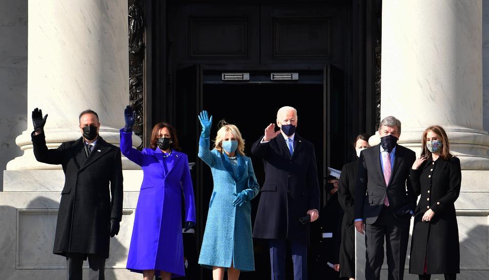 El president electe dels EUA Joe Biden; la seva esposa Jill Biden, la vicepresidenta electa dels EUA Kamala Harris i el seu marit, Douglas Emhoff.