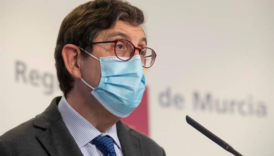 El conseller de Salut de la Comunitat de Múrcia, Manuel Villegas, durant una roda de premsa.