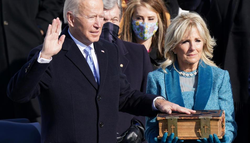 Joe Biden és investit com a 46è president dels Estats Units davant del Capitoli dels Estats Units a Washington.