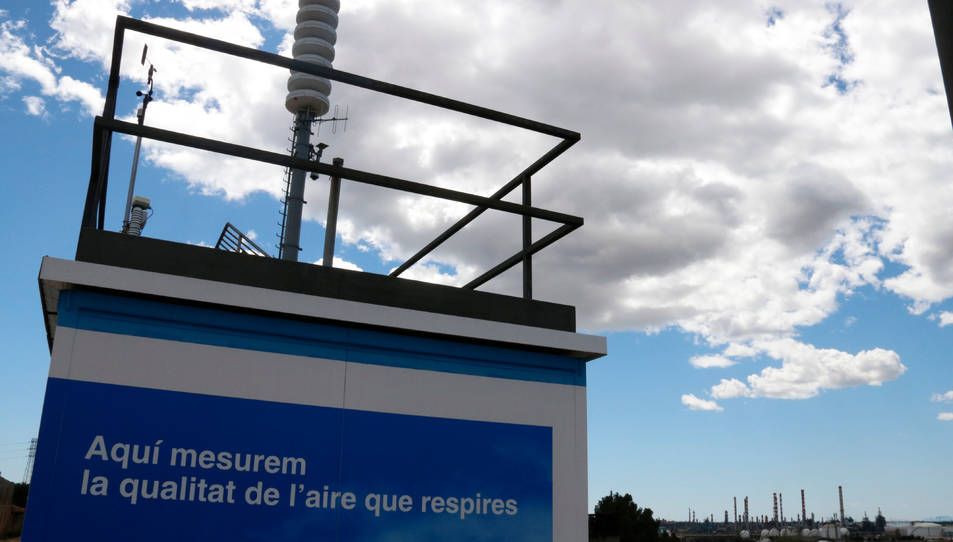 Una caseta de recollida de dades de la qualitat de l'aire al Camp de Tarragona, al poble de Puigdelfí, al Tarragonès.