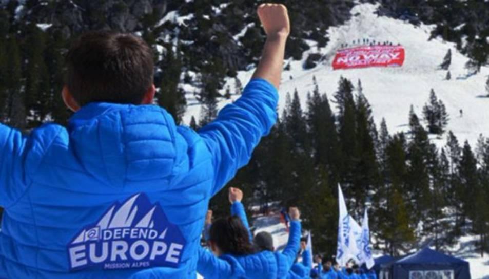 Imatge de l'acció que el mateix grup va fer als Alps.