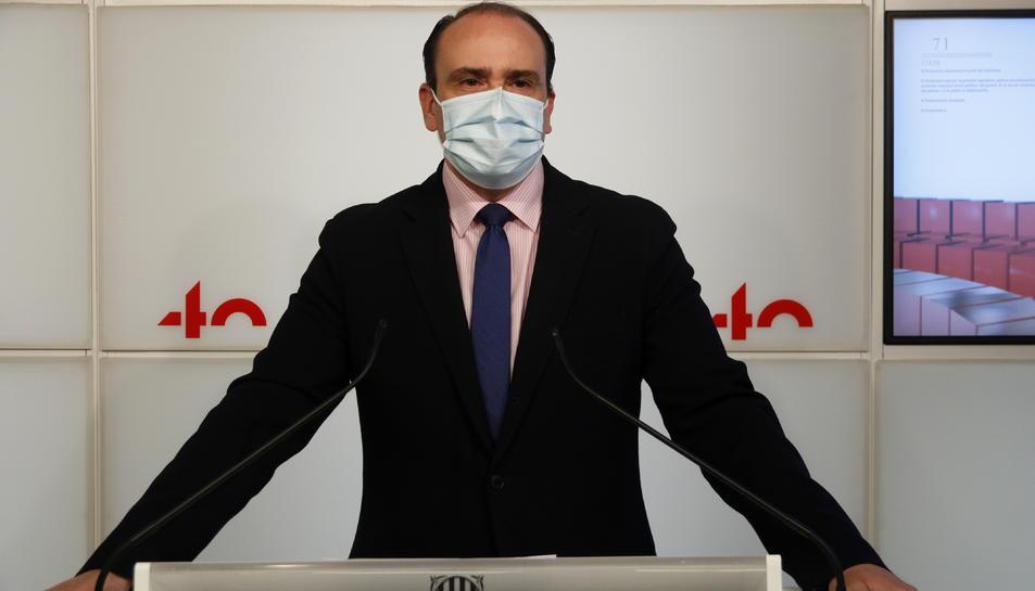 El secretari general del PPC i diputat, Daniel Serrano, en roda de premsa al Parlament.