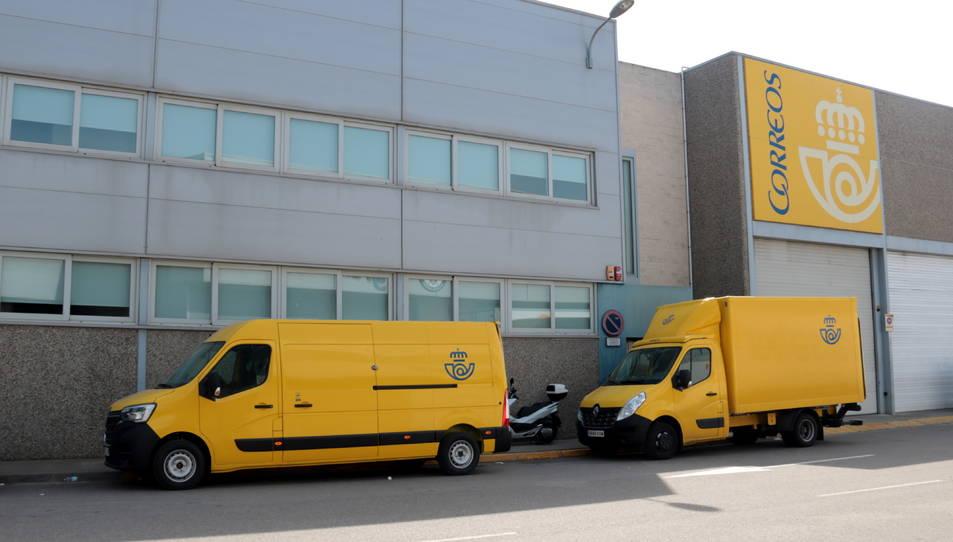 Imatge del centre logístic de Correus al polígon El Segre de Lleida.