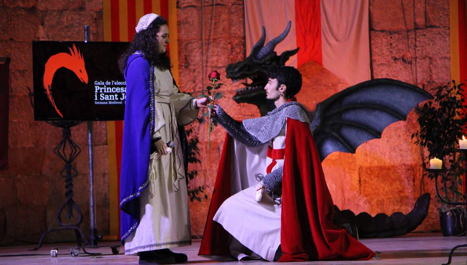 Imatge de la gala per escollir Sant Jordi i Princesa.