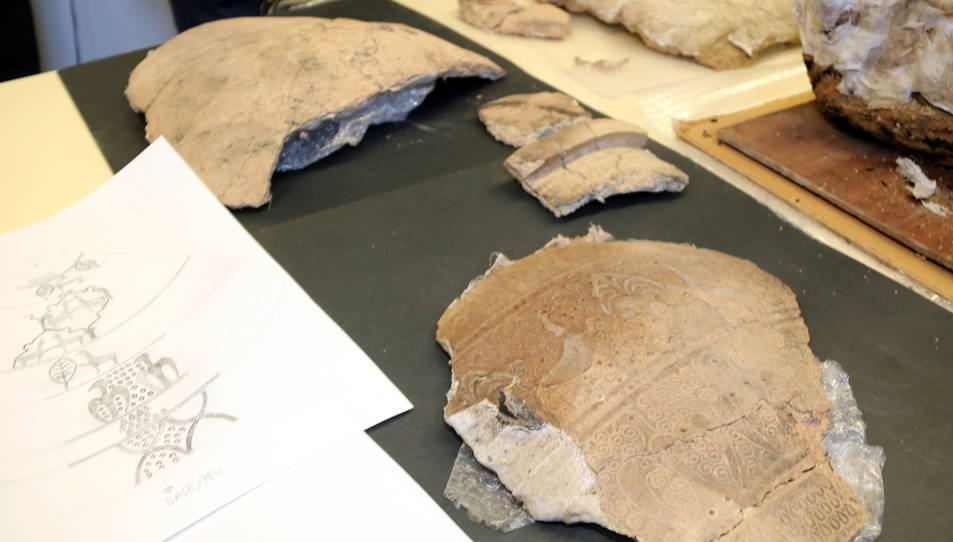 Fragments de la tenalla del segle XIII localitzada a l'antic call jueu de Lleida.