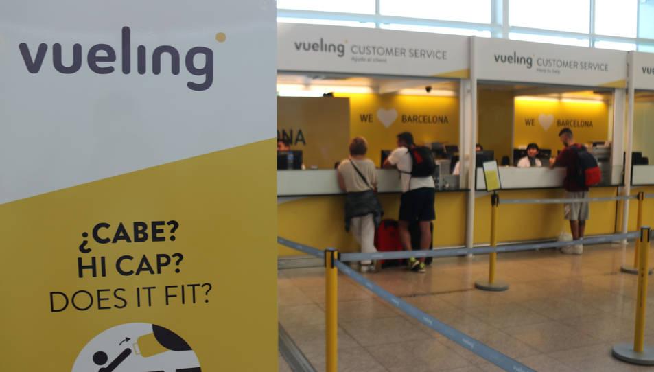 Taulell de reclamacions de Vueling a l'aeroport del Prat.