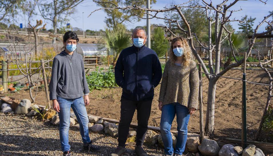 Ángel Juárez amb les responsables d'educació ambiental Patricia Salas i Judith Salat.