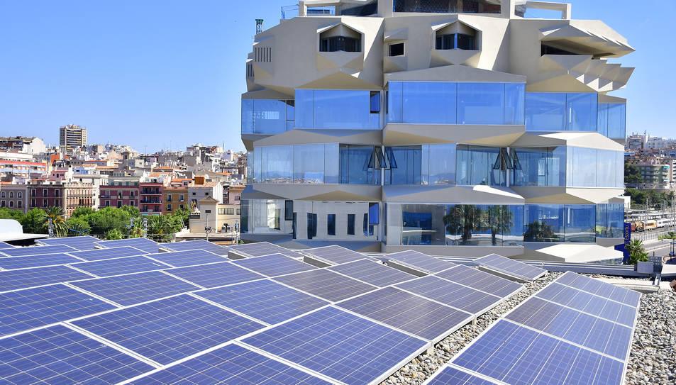 Imatge d'unes plaques ja instal·lades al Port de Tarragona.
