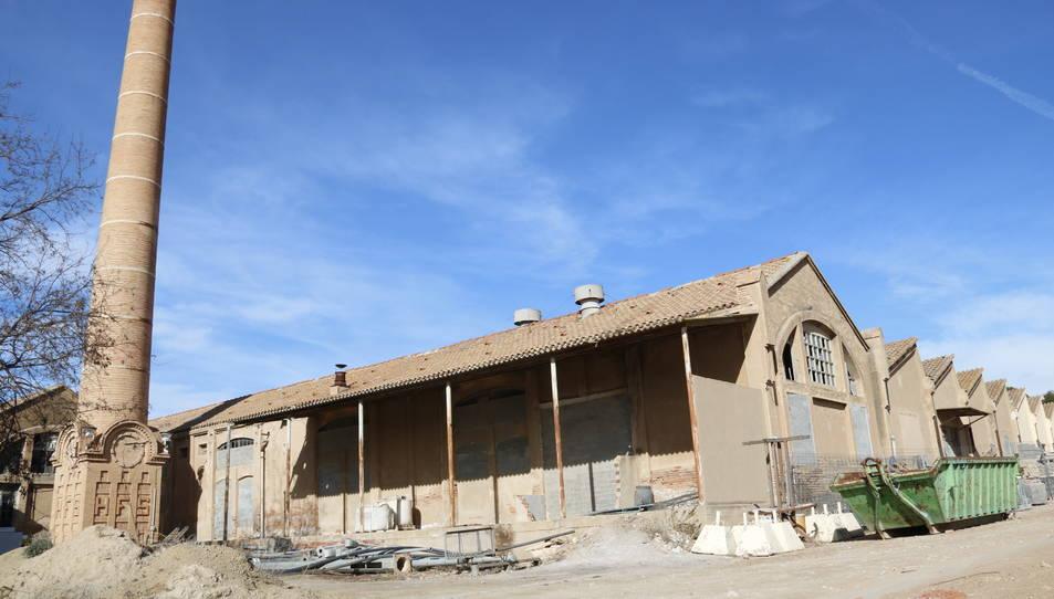 L'antiga fàbrica tèxtil del Pla de Santa Maria (Alt Camp) on s'hi preveu ubicar una residència d'avis.