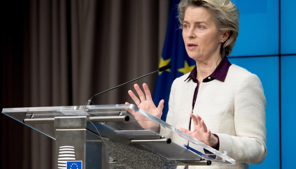 La presidenta de la Comissió Europea, Ursula Von der Leyen, durant la roda de premsa de la cimera europea telemàtica.