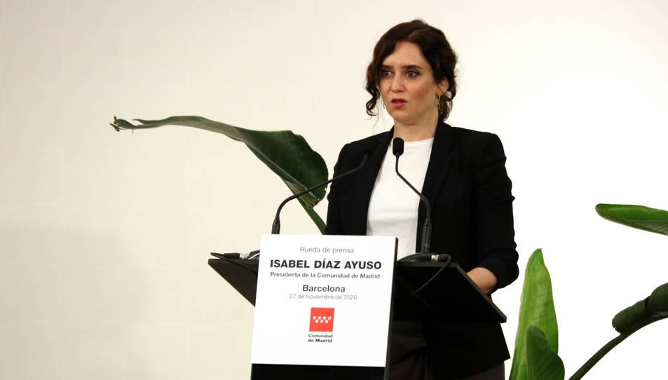 La presidenta de la comunitat de Madrid, Isabel Ayuso, en una roda de premsa.