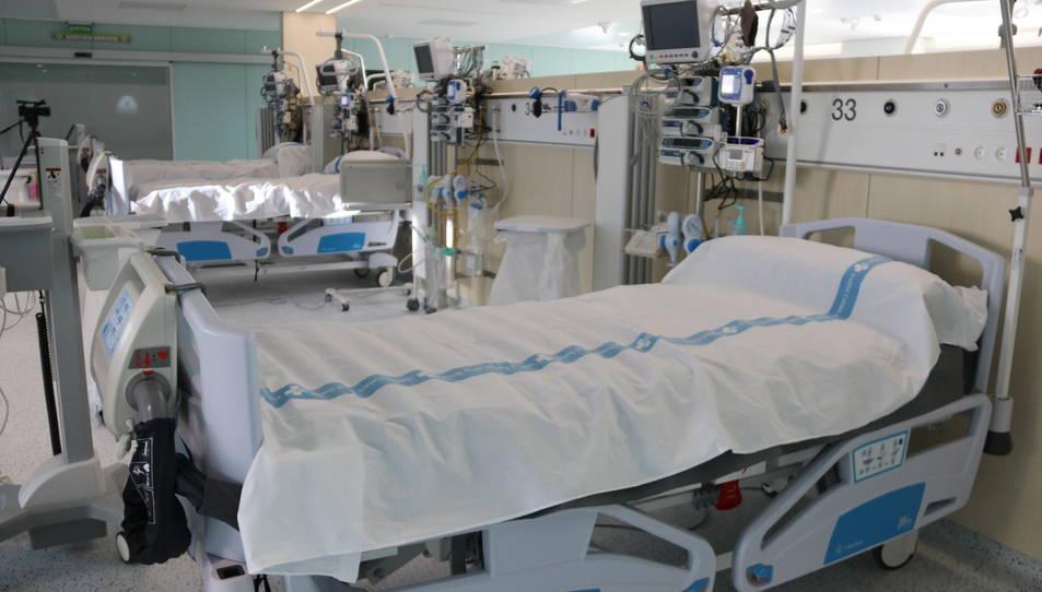 Pla general de llits al nou espai annex a l'Hospital Germans Trias i Pujol.