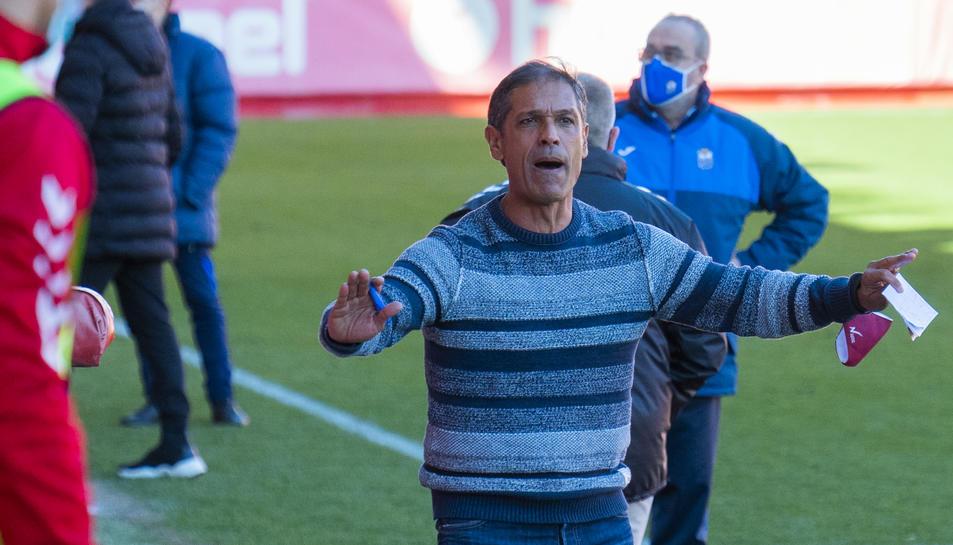 L'entrenador del Nàstic, Toni Seligrat, protestant una jugada.