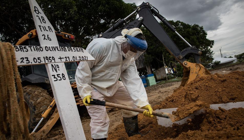 Imatge d'arxiu de l'habilitació de tombes a Brasil.