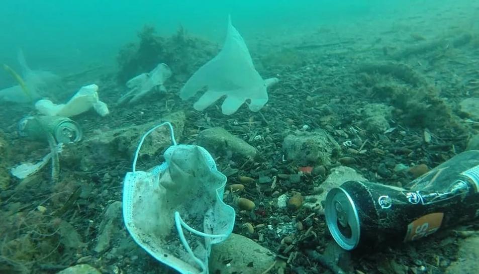 Residus presents a les platges i que s'han incrementat amb la pandèmia.