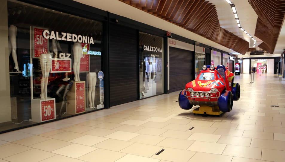 Els establiments tancats del centre comercial del Parc Central de Tarragona.