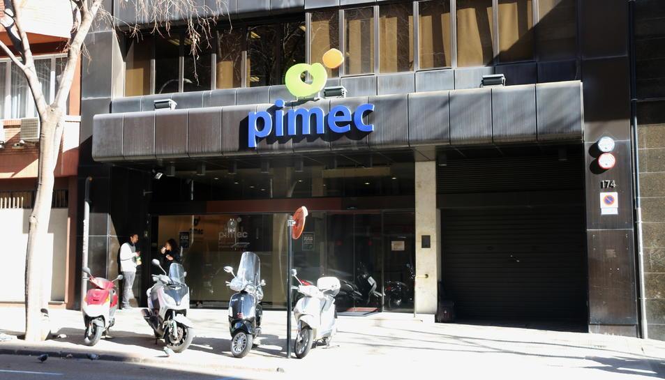 La seu de Pimec, situada al número 174 del carrer Viladomat de Barcelona.