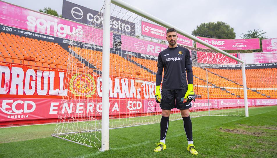 José Aurelio Suárez davant d'una de les porteries del Nou Estadi, on haurà de tornar a demostrar que és un porter de gran nivell.