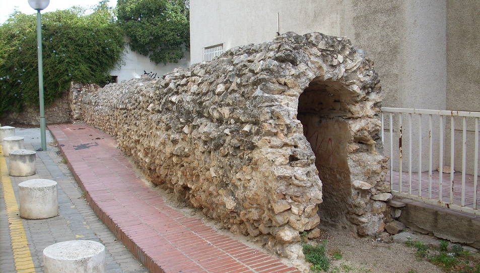 Restes de l'aqüeducte romà del Francolí que es poden observar a l'avinguda Catalunya de Tarragona.