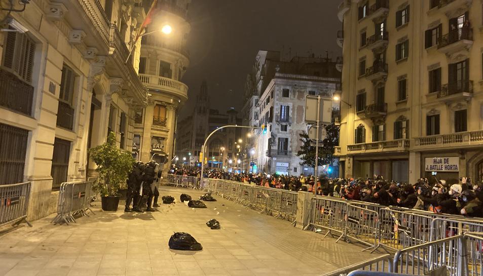 Algunes de les bosses que han llençat els manifestants.