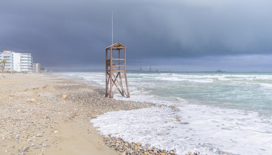 La platja de la Pineda, sense sorra