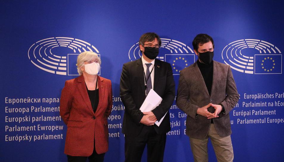Els eurodiputats Carles Puigdemont, Toni Comín i Clara Ponsatí.