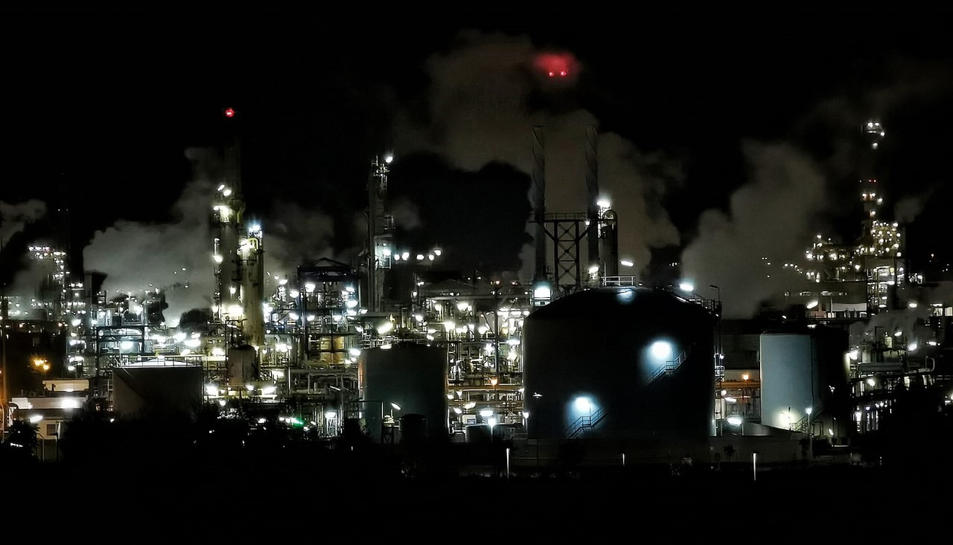 Imatge de la indústria petroquímica de Tarragona.
