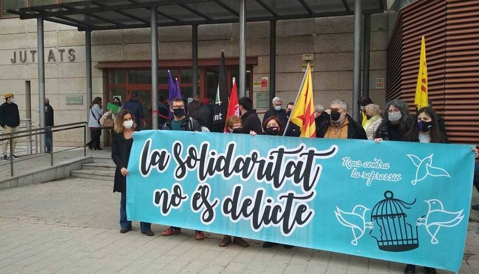 Concentració davant dels jutjats de Reus.