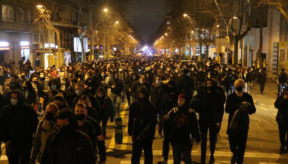 Concentració de persones a Barcelona per protestar contra l'empresonament de Pablo Hasel.