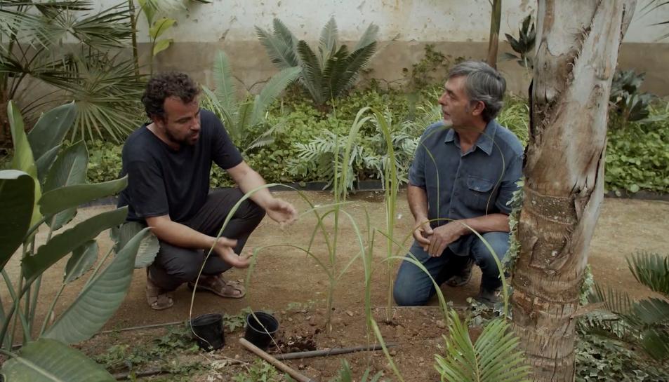 El conductor de l'espai Arturo Franco i Aloys Schreiber, assesor botànic del parc.