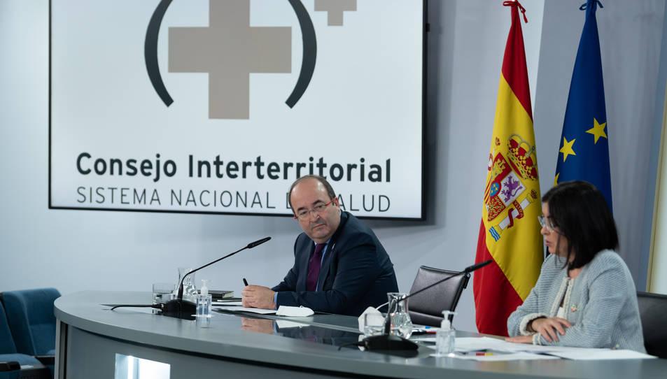 La ministra de Sanitat, Carolina Darias, i el ministre de Política Territorial, Miquel Iceta, en roda de premsa a Madrid.