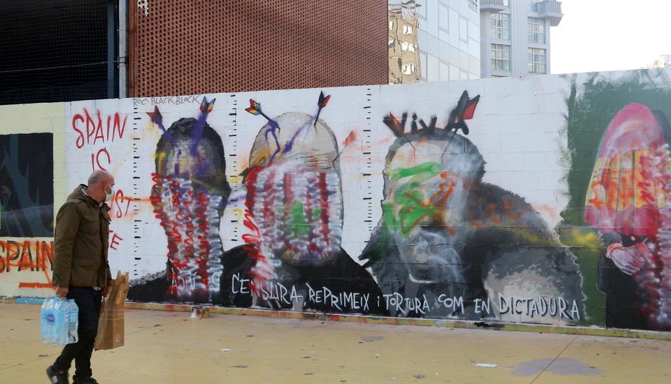 Sabotejat el mural crític obra de l'artista urbà Roc Blackblock.