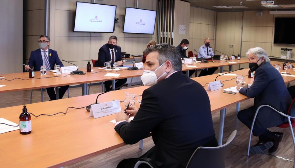 Miquel Samper, Ramon Tremosa, i representants de Foment, Barcelona Oberta i l'Associació de Comerciants del Passeig de Gracia.