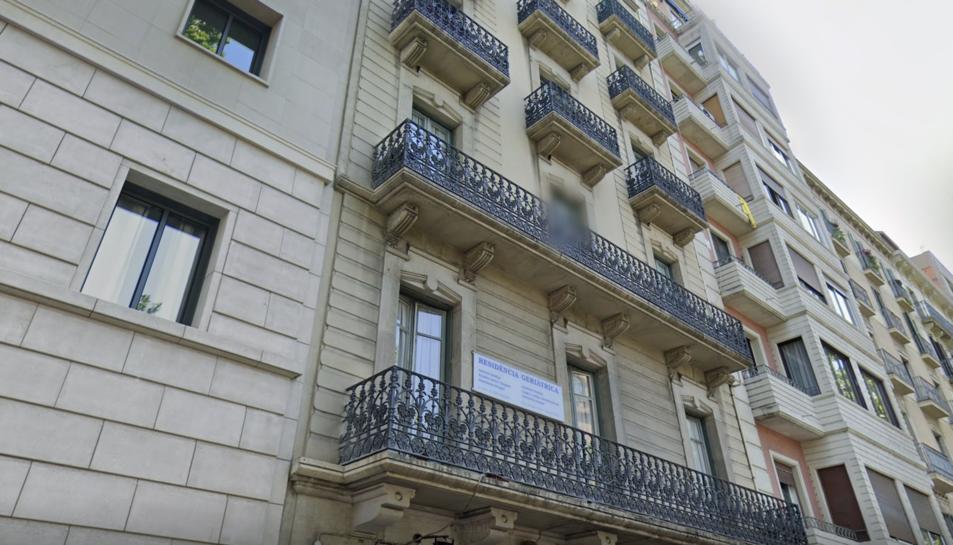 Imatge de la façana de l'edifici on hi ha la residència.
