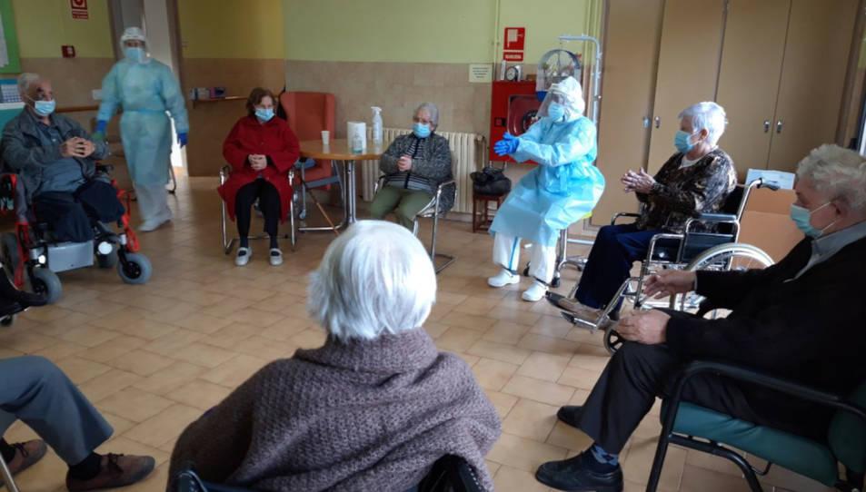 Una activitat en grup a la residència d'avis