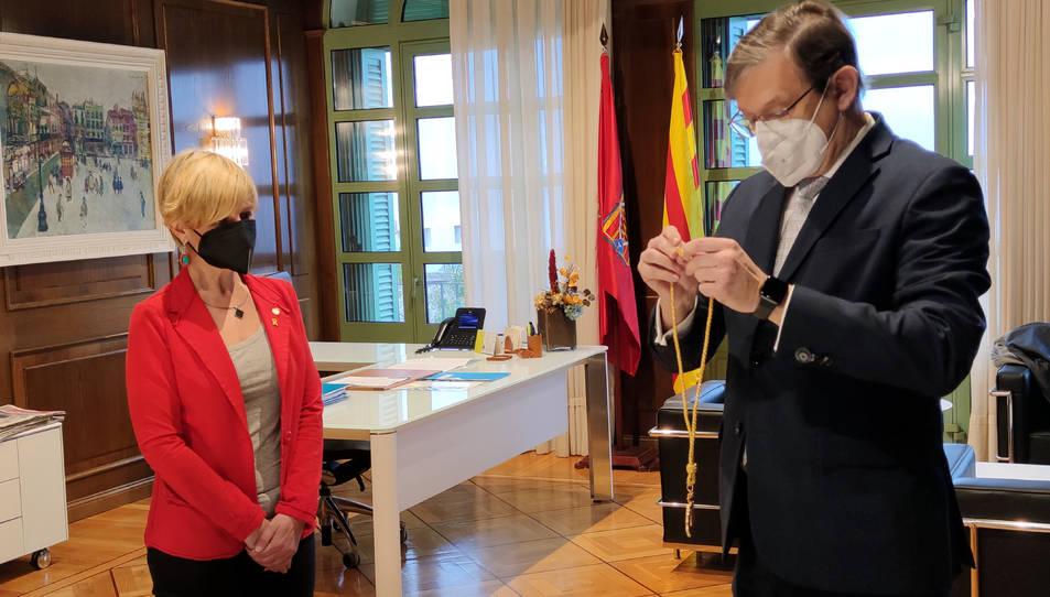 La presidenta de la Diputació, Noemí Llauradó, durant la presa de possessió de Pere Lluís Huguet com a nou diputat de Cs.